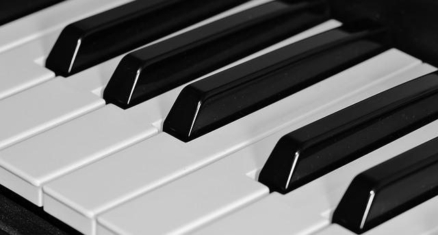 dueling piano bar