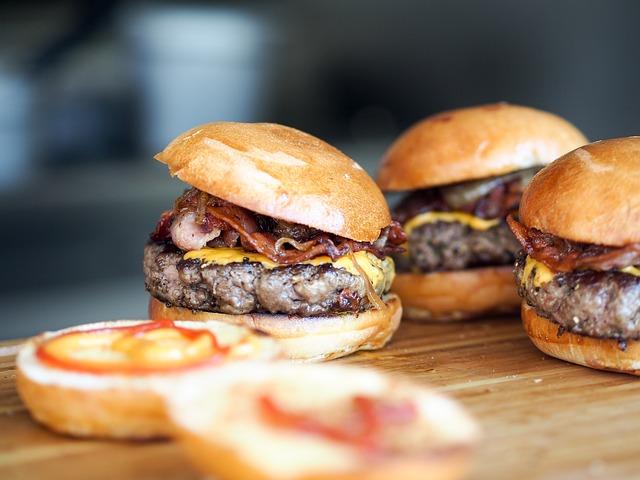 1554228338278.burger-731298_640.jpg